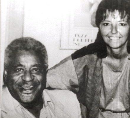 Judy Rafat 1986 mit Dizzy Gillespie in The Blue Note, New York